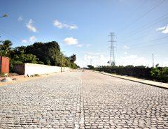 Informe Publicitário: Prefeitura pavimenta mais uma avenida no Vilar