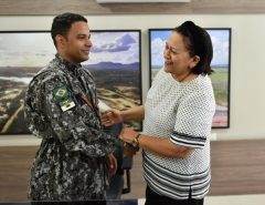 Bombeiro militar volta de ação humanitária e recebe medalha