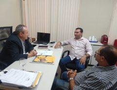 Emídio Jr. e Edivaldo Emídio se reúnem com secretário-adjunto de Desenvolvimento Econômico do Estado