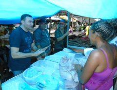 Emídio Jr. visita à feira-livre de Macaíba