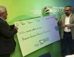 MEC libera R$ 60 milhões para internet nas escolas rurais