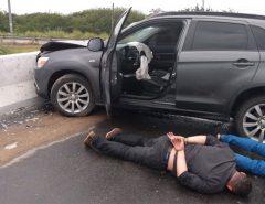 PRF prende dois criminosos após perseguição pela BR-101
