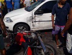Motociclista colide na lateral de carro em Macaíba