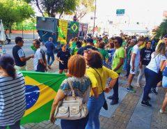 Grupo faz ato em favor da operação Lava Jato e contra STF em Natal