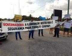 Motoristas de aplicativo fazem protesto por segurança e cobram iluminação em estrada de Macaíba/acesso sul ao aeroporto