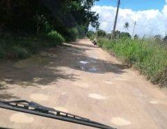 Estrada esburacada causa transtornos a moradores em comunidade de Macaíba