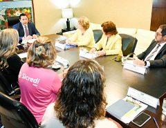 Assembleia e Grupo Reviver assinam convênio para realização de mamografias