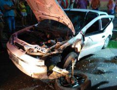 Carros colidem frontalmente em Macaíba
