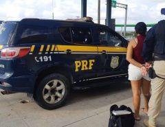 PRF prende passageira de ônibus interestadual com cocaína em São José de Mipibu