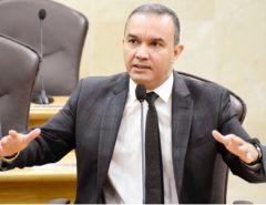 Deputado cobra pagamento dos salários atrasados dos servidores estaduais
