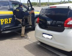 Dois homens são presos e um menor apreendido com armas, munições e veículo roubado na BR-101