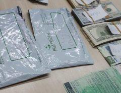 PRF apreende 50 mil dólares e quatro mil pesos na BR 101 em Goianinha