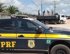 [FOTOS e VÍDEO] PRF intensifica fiscalização a transportes de cargas na BR-304, em Macaíba