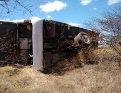 Ônibus tomba e passageiros ficam feridos na BR-427, na região Seridó potiguar