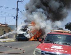 Caminhão estacionado pega fogo em Mossoró, RN