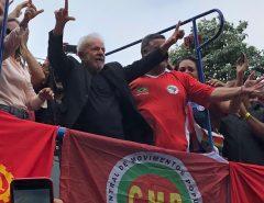 Em discurso, Lula diz que Bolsonaro foi eleito para governar para o povo brasileiro e não para os milicianos do Rio