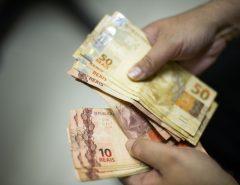 Governo reduz em R$ 8 estimativa do salário mínimo em 2020, para R$ 1.031