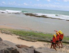 Corpo de Bombeiros do RN resgata adolescente na Praia de Areia Preta
