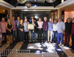 Gustavo Carvalho recebe a placa de Parlamentar do Ano da Assembleia Legislativa