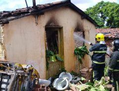 Incêndio atinge casa em Macaíba