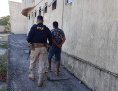 PRF prende valentão bêbado e armado querendo agredir mulher na Grande Natal