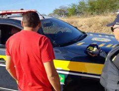 Após fazer ultrapassagem forçada, motorista é flagrado portando anfetamina