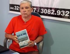 """Livro """"Água de Grau"""" narra sobre a juventude dos anos 60 e 70 em Macau (RN)"""