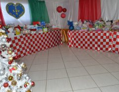 Crianças atendidas na LBV recebem presentes de Natal da UNINASSAU