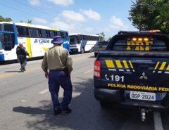 PRF apreende 15 ônibus e autua motoristas por exercício ilegal da atividade