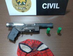 Mascarado de 'Homem-Aranha', assaltante é espancado pela população em Macaíba