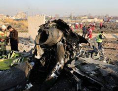 Avião ucraniano com 176 a bordo cai no Irã após decolar