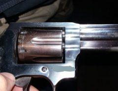 PRF prende acusado de homicídio e apreende arma de fogo