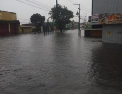 Chuva causa alagamentos e dificulta trânsito em vários pontos de Natal
