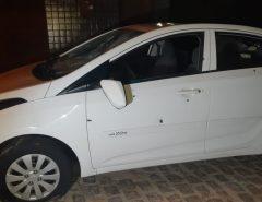 Criminosos atiram em carro que estava estacionado em frente a casa em Macaíba