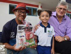 Informe Publicitário: Prefeitura entrega mais de 9,4 mil kits escolares para ano letivo 2020