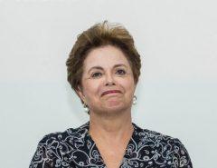 Sem agenda pública, ex-presidente Dilma fica até o fim de semana no RN para descanso, e tem Pipa no roteiro