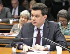 Proposta de Walter Alves apresenta projeto que cria outra categoria de habilitação e facilita retirada de CNH