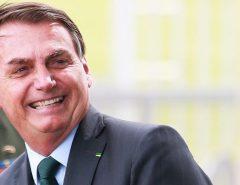 """Bolsonaro anuncia fábrica """"que extrai água do ar"""""""
