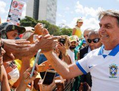 Bolsonaro diz que medidas de governadores irão prejudicar a economia e deixar o trabalhador frágil para o coronavírus