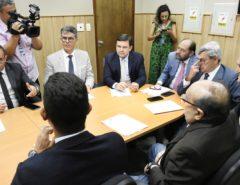 Deputados de oposição recebem sindicatos e alinham emendas à PEC da Previdência