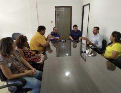 Prefeitura recebe vereadores e professores seletistas para negociar a suspensão de salários