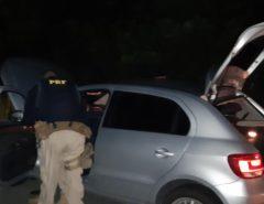 PRF recupera em Canguaretama/RN veículo roubado e prende homem com mandado de prisão em aberto