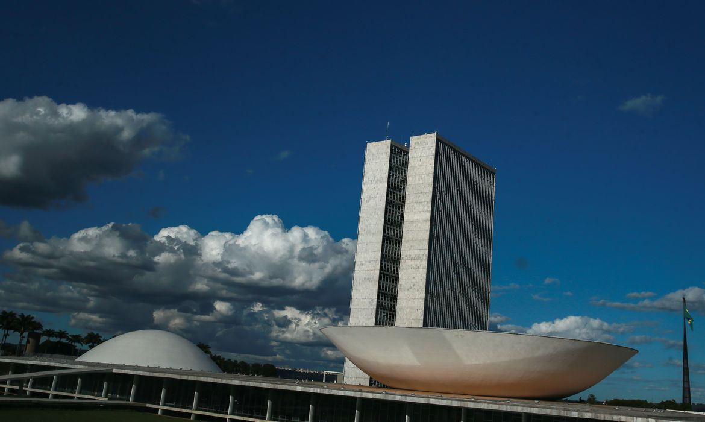 Senado tenta votar hoje proposta de auxílio a estados e municípios