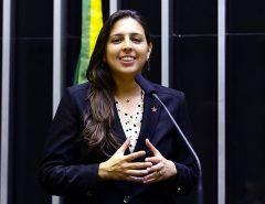 Natália Bonavides diz que não procede informação sobre voto contrário do socorro aos estados e municípios