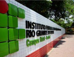 Justiça afasta reitor temporário do IFRN e determina posse de candidato que venceu eleição