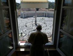 Pessoas são mais importantes do que economia, diz papa sobre crise da Covid-19