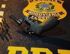 PRF prende homem por porte ilegal de arma de fogo na BR 101 em Parnamirim/RN