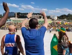 """""""Chegamos ao limite. Não tem mais conversa"""", diz Bolsonaro em manifestação"""