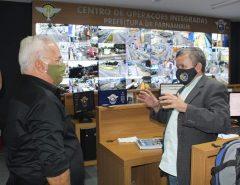 Troca de experiências: Delegado Normando Feitosa visita base de videomonitoramento de Parnamirim