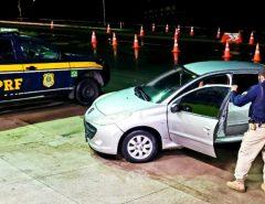 PRF apreende veículo com queixa de apropriação indébita na BR 304 em Macaíba/RN